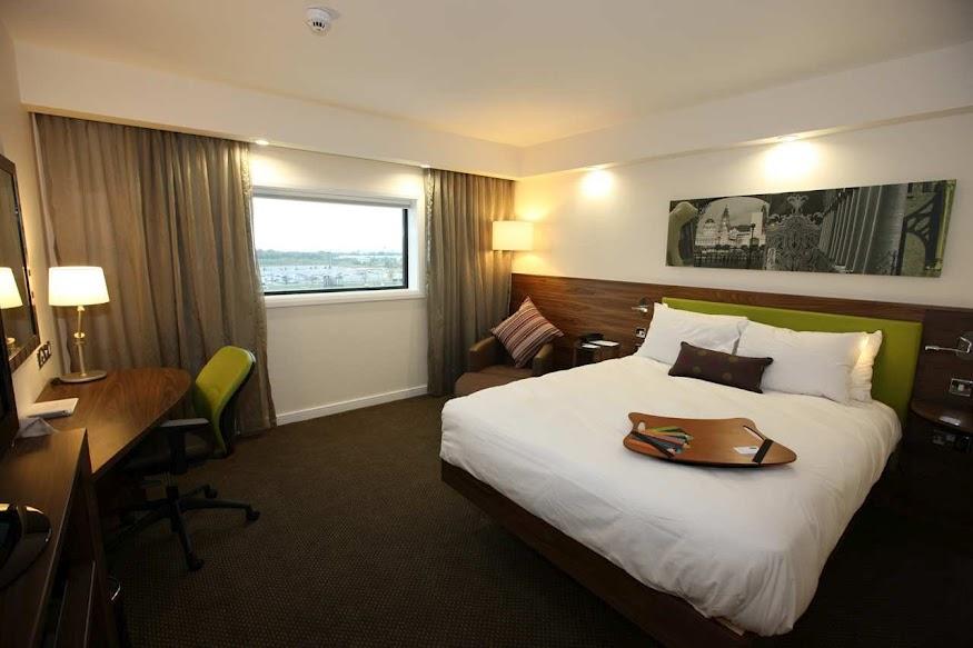 Hotels Near John Lennon Airport With Parking