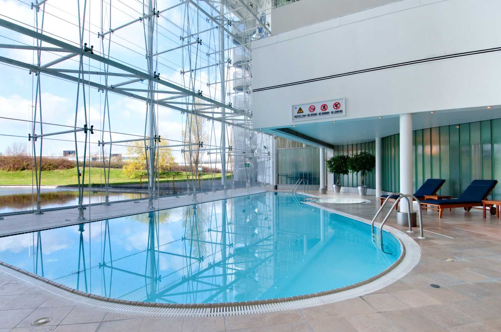 the hilton hotel heathrow Book hilton london heathrow airport hotel, london heathrow online get deal and discounts with lowest price on hotel booking check all guest reviews & photos of.