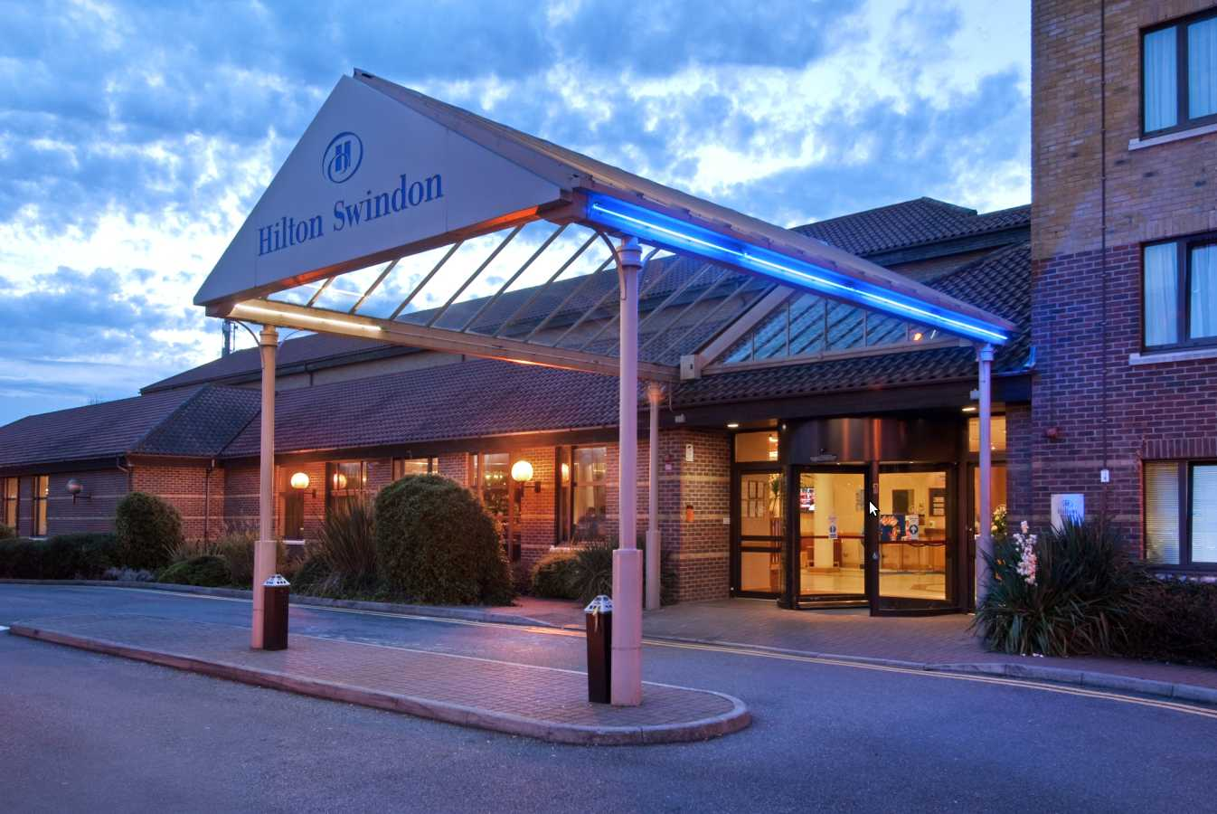 Hilton Hotel Gatwick South With Parking