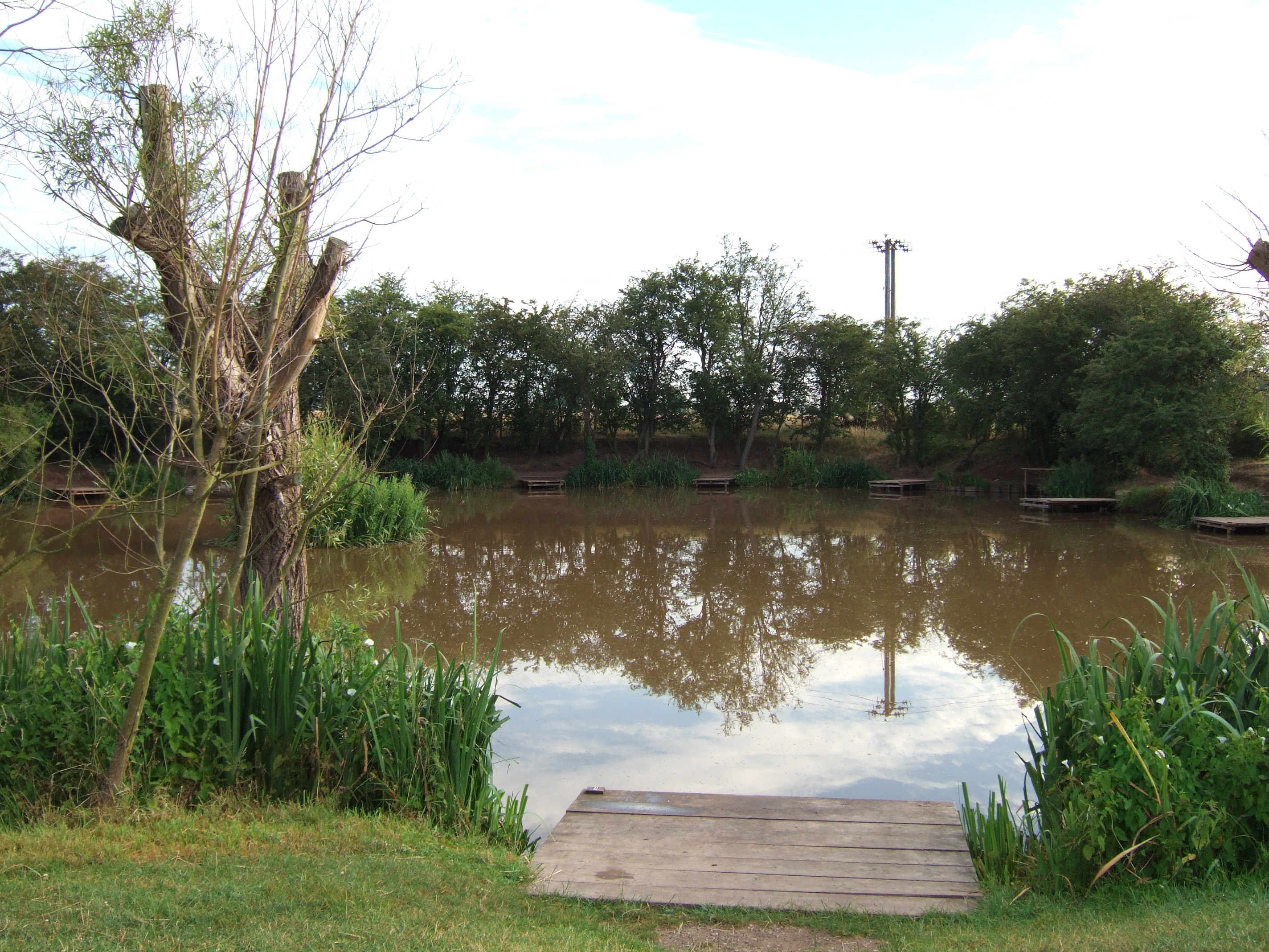 Pool house farm fishery middleton tamworth lake opening times and reviews for Reservoir swimming pool opening hours